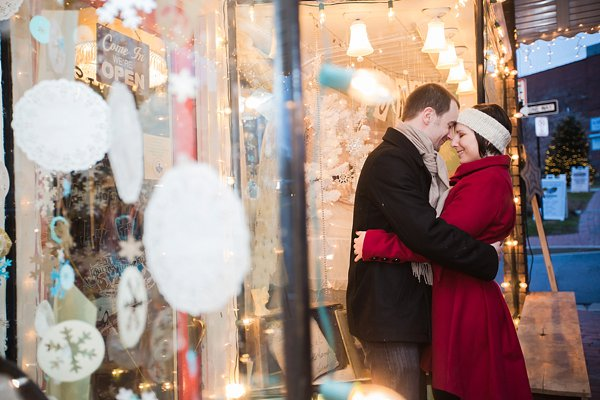 Holiday Engagement Session  ||  Photography by Brea   ||  Charm City Wed  ||   www.charmcitywed.com