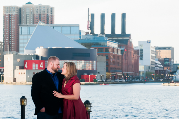 What to wear for engagement session  ||  Jennifer Smutek Photography  ||   Charm City Wed  ||   www.charmcitywed.com