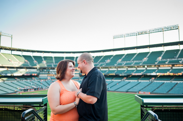 Engagement Photo at Camden Yards  ||  What to wear for engagement session  ||  Jennifer Smutek Photography  ||   Charm City Wed  ||   www.charmcitywed.com