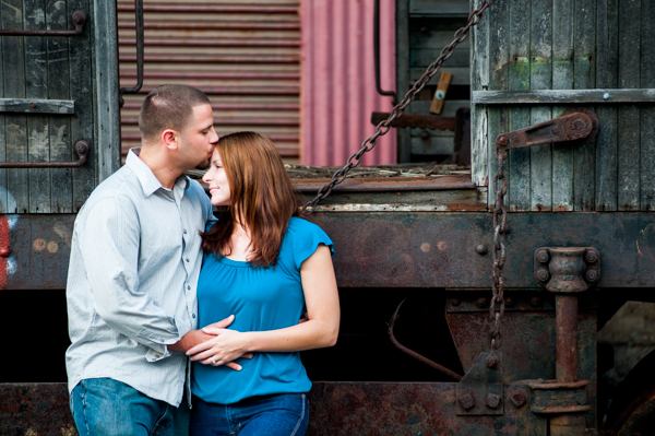 Engagement Session in Baltimore MD  ||  What to wear for engagement session  ||  Jennifer Smutek Photography  ||   Charm City Wed  ||   www.charmcitywed.com