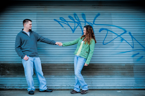 What to wear for your engagement session  ||  Jennifer Smutek Photography  ||   Charm City Wed  ||   www.charmcitywed.com