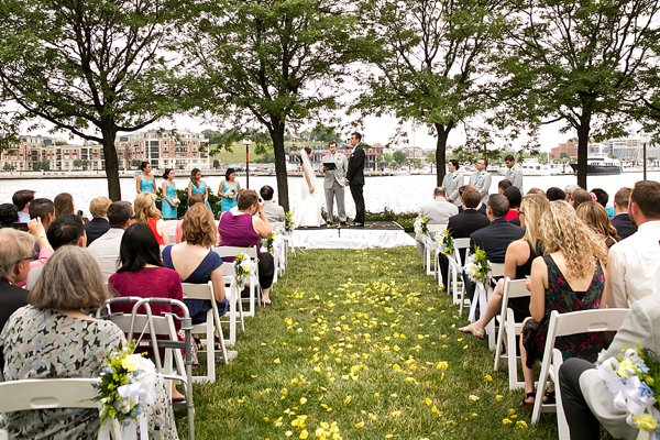 Baltimore Pier 5 Wedding  ||  Borrowed Blue Photography  ||  Charm City Wed  ||  www.charmcitywed.com