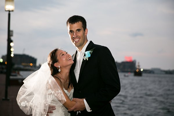 Baltimore Pier 5 Hotel Wedding  ||  Borrowed Blue Photography  ||  Charm City Wed  ||  www.charmcitywed.com