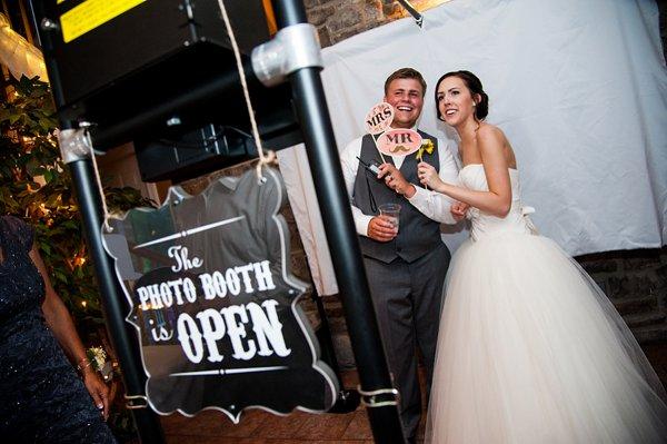 Wedding Reception at Morningside Inn || Robin Shotola Photography || Charm City Wed || www.charmcitywed.com
