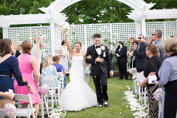Chesapeake Bay Beach Club Wedding || Erin Keough Photography || Charm City Wed || www.charmcitywed.com