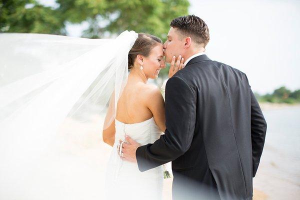 Chesapeake Bay Beach Club Wedding || Erin Keough Photography || Charm City Wed || www.charmcitywed.com