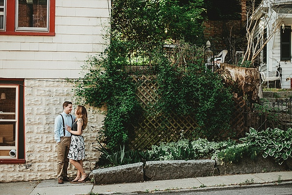 Engagement Session in Ellicott City || L.A Birdie Photography || Charm City Wed || www.charmcitywed.com