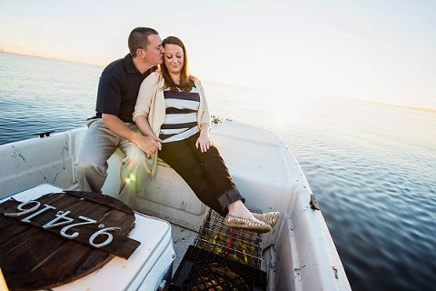 Maryland Crabbing Engagement Session || Kathleen Hertel Photography || Charm City Wed || www.charmcitywed.com