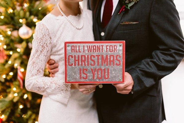 Christmas Wedding Inspiration || Bekah Kay Creative || Charm City Wed || www.charmcitywed.com