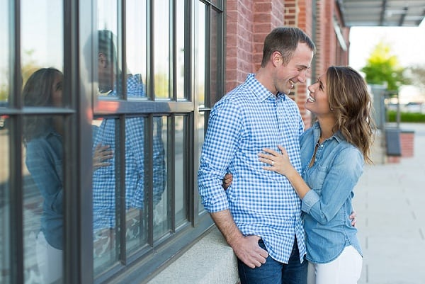 Fells Point Engagement Session || Laura's Focus Photography || Charm City Wed || www.charmcitywed.com