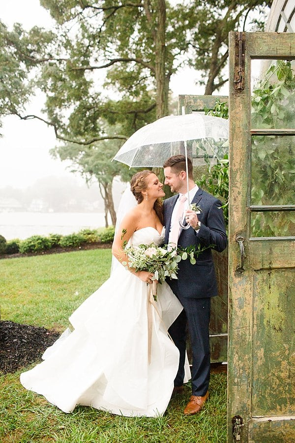 Rainy Annapolis Backyard Wedding || Kira Nicole Photography || Pop the Cork Designs || Charm City Wed || www.charmcitywed.com