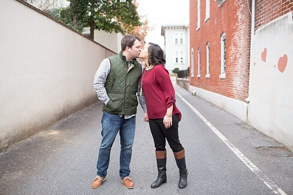 Downtown Frederick Engagement || Jessi Grace Photography || Charm City Wed || www.charmcitywed.com