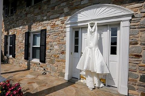 Beautiful Backyard Wedding || Be Photography || Charm City Wed || www.charmcitywed.com