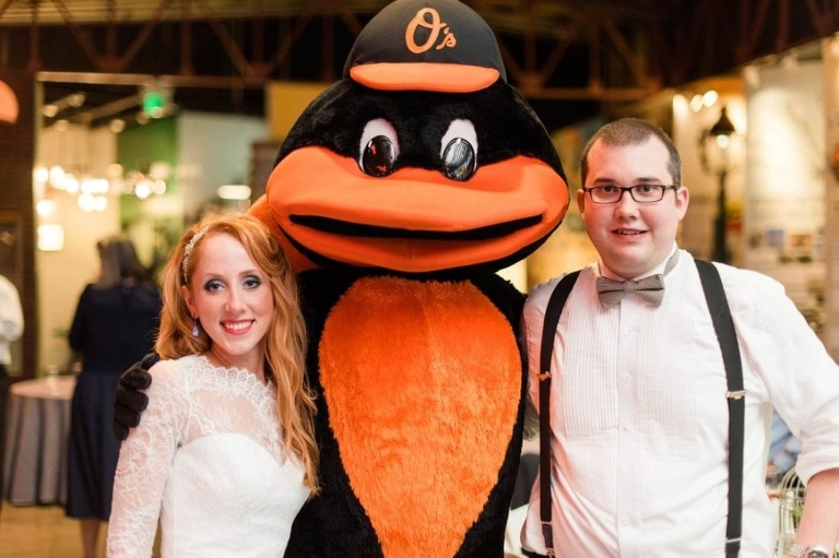 Orioles wedding || Sknow Photo by Sarah Mitchell || Charm City Wed