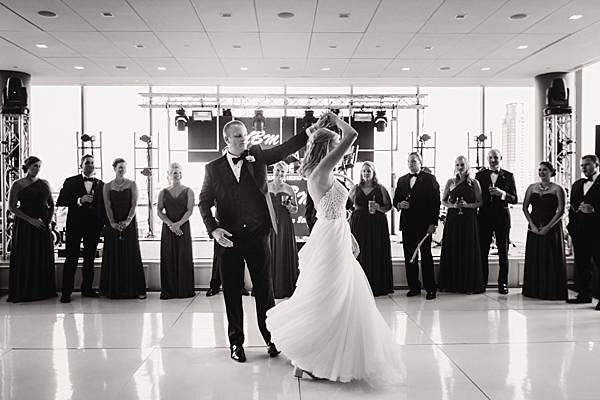 Legg Mason Tower Baltimore Wedding || Urban Row Photography || Charm City Wed || www.charmcitywed.com
